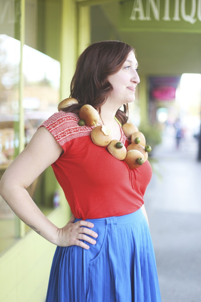 Bread Roll and Olive Snack Necklace DIY