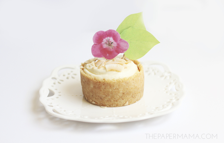 Garden Flower Cupcake Toppers (with free printables) DIY // thepapermama.com