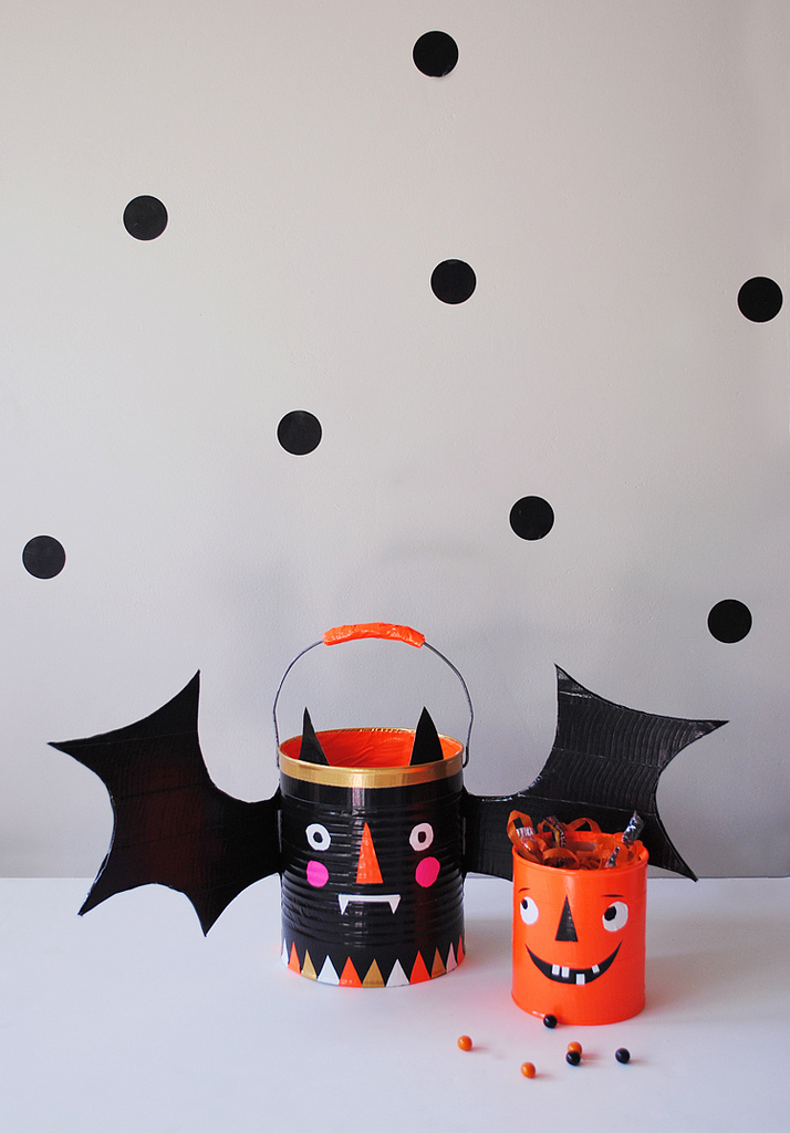 http://mermag.blogspot.com/2012/10/trick-or-treat-halloween-candy-buckets.html