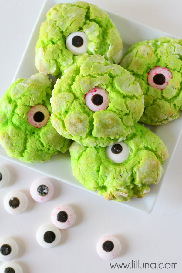 http://lilluna.com/gooey-monster-eye-cookies/