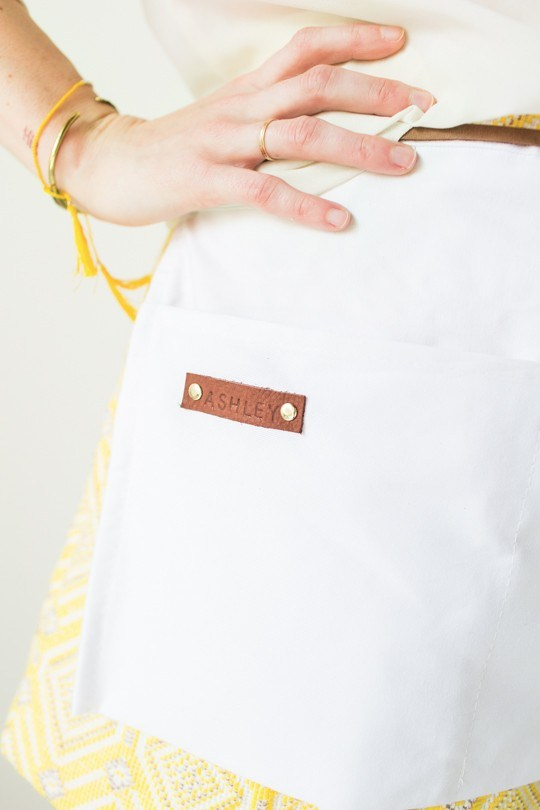 Customize this No Sew Apron with the name of your Secret Santa. It's the perfect gift for any cook, on Sugar and Cloth.