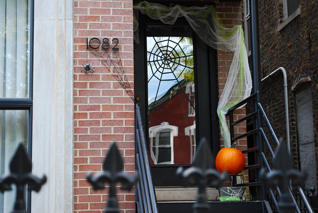 So simple to add some spooky spiderwebs to the front entry. Found on Merriment Design.