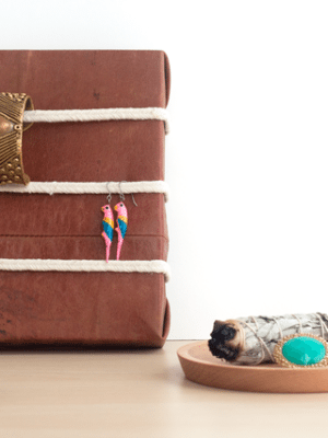 DIY Leather and Rope Jewelry Organizer – How To-sday thumbnail