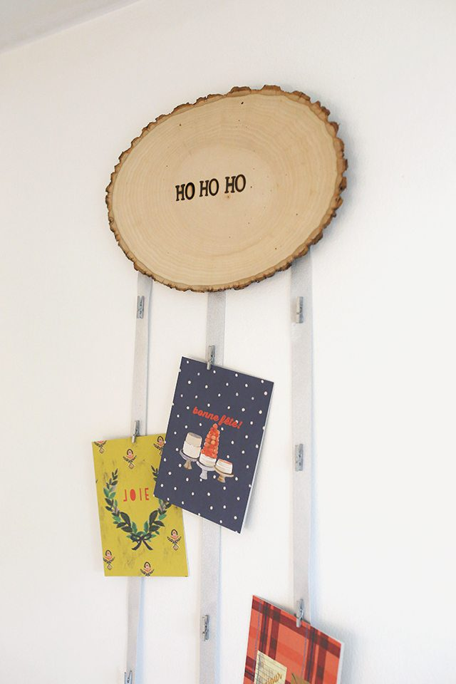 diy-christmas-card-holder-from-wood-slice-close-up