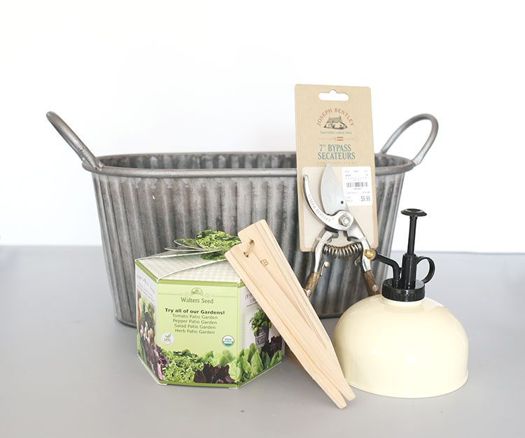 What to Put in a Gardening Gift Basket