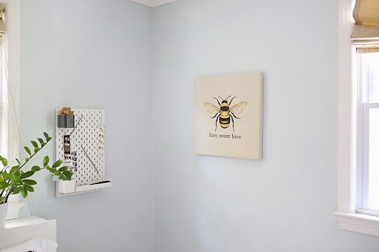 Easy Embroidered Wall Art - Bumble Bee